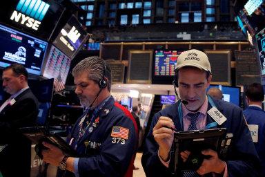Letošní rok nahrával akciím napříč burzami po celém světě. Na ilustračním snímku je burza New York Stock Exchange (NYSE) na Manhattanu.