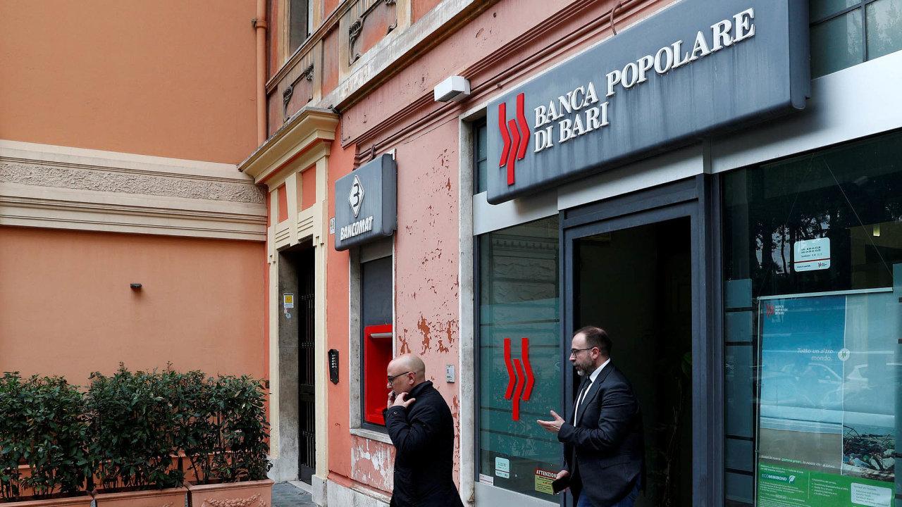 Večerní rozhodnutí: Italská vláda ozáchraně banky Popolare di Bari rozhodla vneděli pozdě večer. Vezvláštní správě centrální banky byl bankovní dům už odpátku.