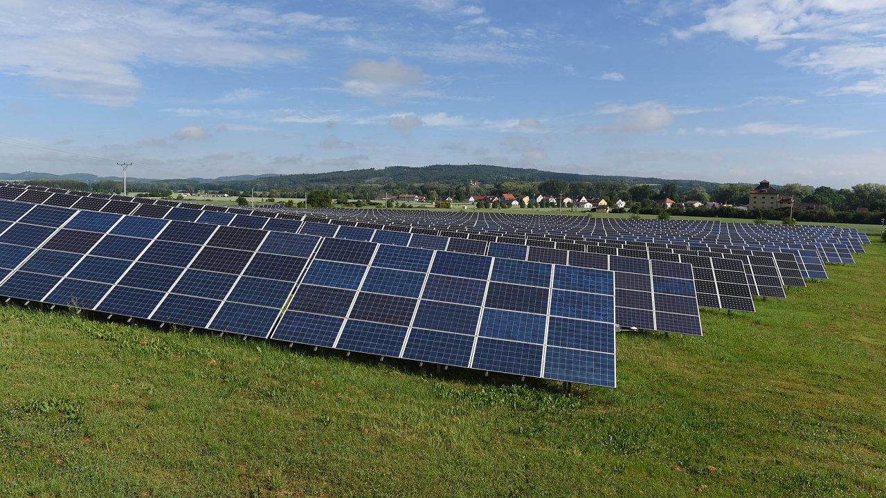 Šest solárních elektráren vČesku prodává fond Green Horizon Renewables. Jedna znich je vČejeticích nedaleko Strakonic.