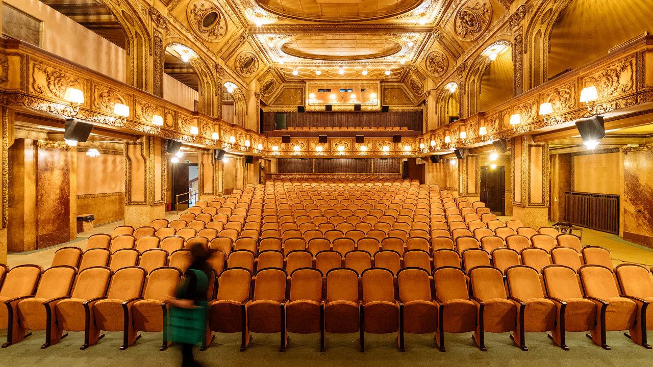 Přerušený festival. Vreakci namimořádná opatření přerušili organizátoři festival Jeden svět. Odminulého čtvrtka se konal mimo jiné vpražském kině Lucerna.
