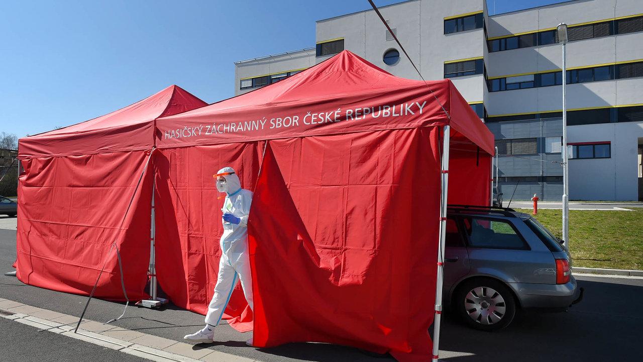 Odběrové místo natestování nákazy vchebské nemocnici.