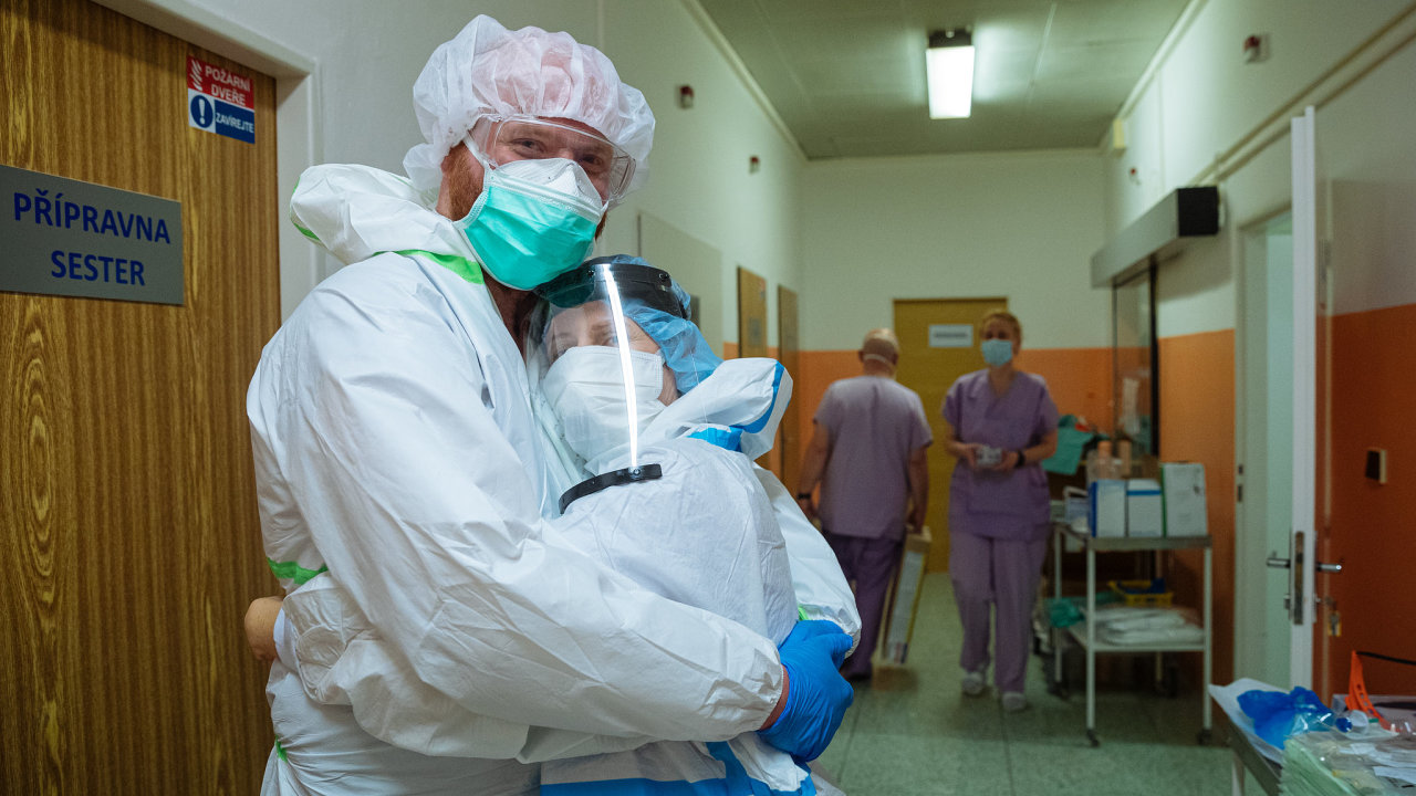Zdravotníci v nemocnici Na Bulovce. Ilustrační foto