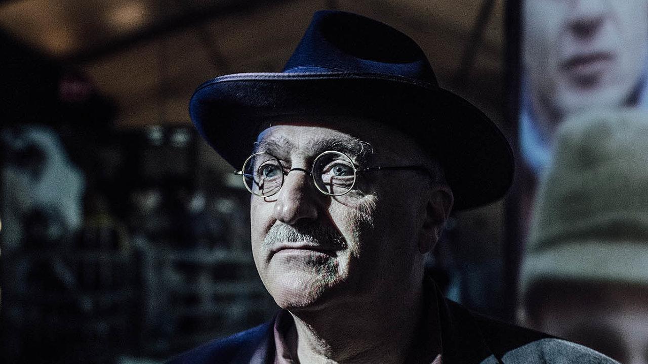 Dokumentaristu Pavla Štingla keknihám přivádí práce.