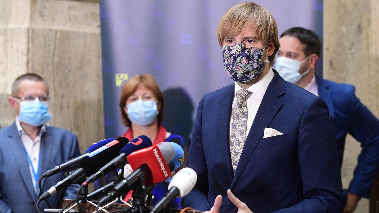 Čtyři stupně. Ministr zdravotnictví Adam Vojtěch (ANO) představil nový nástroj pro hodnocení epidemiologického rizika vČesku.