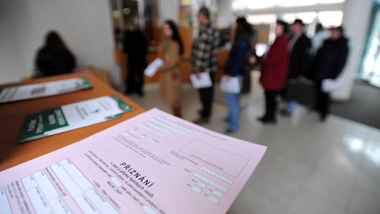 Polepším si? Nové zdanění by se mělo podle dosavadních jednání zamlouvat především lidem s nízkým nebo středním příjmem.