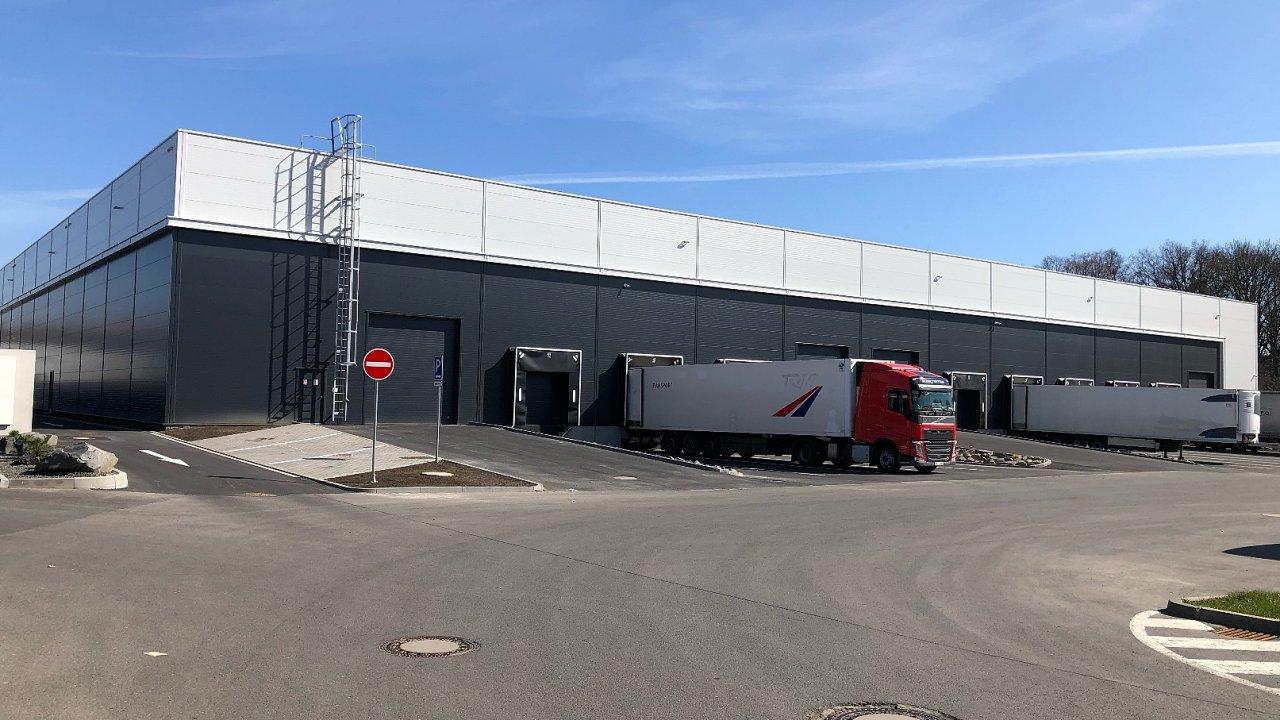 Výstavbu logistického centra realizovala jako generální dodavatel společnost HSF System.