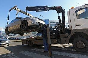 Havarovaná auta mají z komunikací zmizet rychleji - Ilustrační foto.