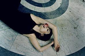 Móda se vydala na pomoc zchátralým lázním Kyselka a vznikly překrásné fotografie
