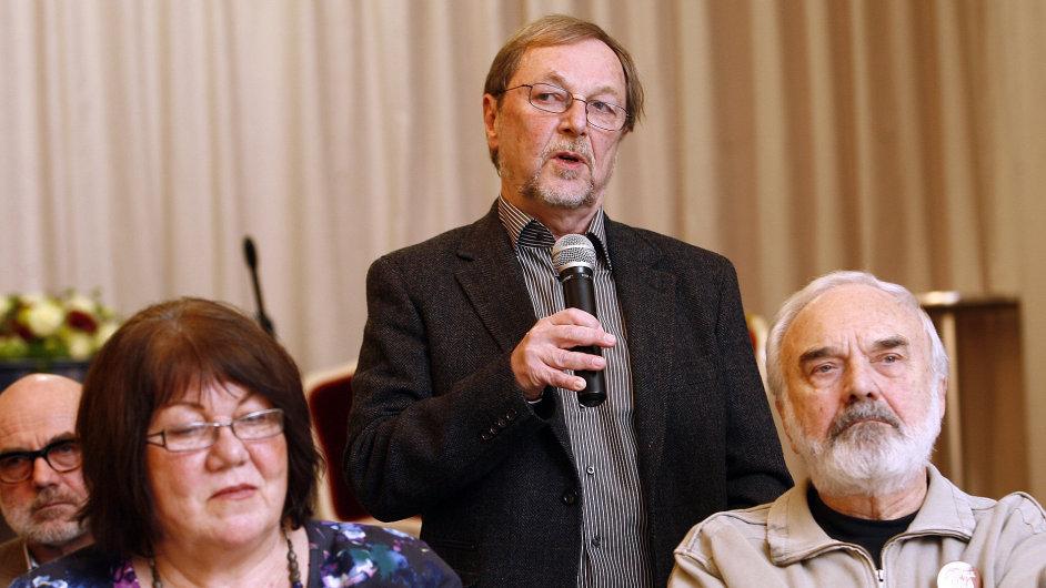 Slavomil Hubálek spolu se senátorkou Eliškou Wagnerovou a Zdeňkem Svěrákem při letošní lednové Druhé výzvě tříkrálové na podporu volby Karla Schwarzenberga