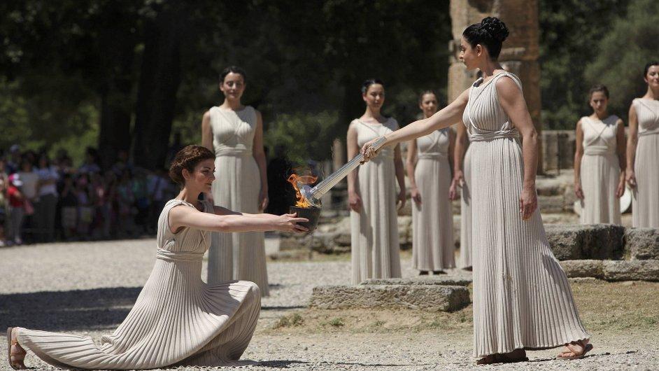 Zapálení olympisjkého ohně.