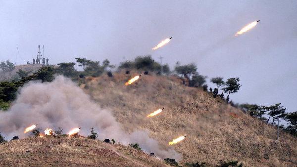 Vojenské manévry KLDR - Ilustrační foto.