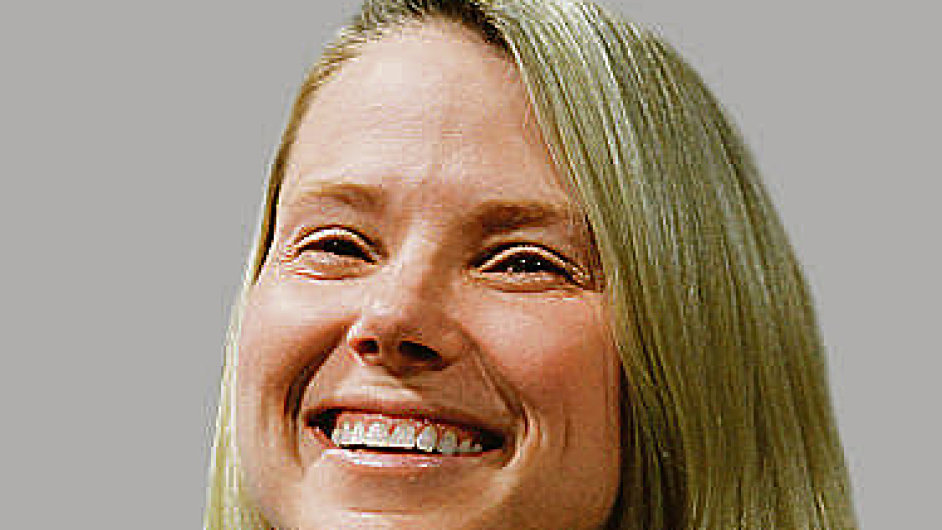 Rok ve funkci  Výkonná ředitelka Yahoo! Marissa Mayerová chce získat důvěru Wall Street.