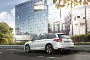 Další kombík se tváří jako auto do terénu. CrossTourer od Citroënu stojí od 699 900 Kč