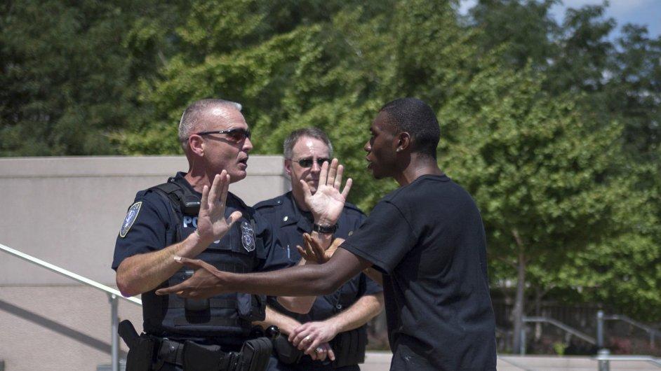 Ve městě Ferguson se vyostřily vztahy mezi policí a Afroameričany v srpnu 2014, ilustrační foto