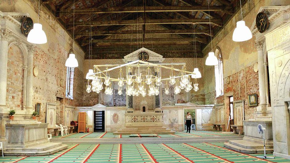 Pohled do interiéru kostela přestavěného na mešitu.