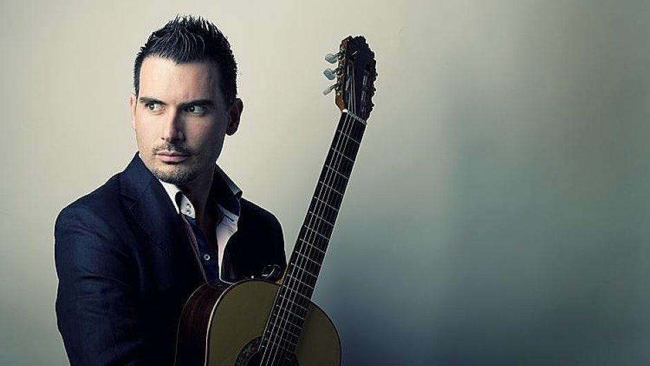 Největším lákadlem olomouckého Colores Flamencos je flamenkový kytarista Carlos Piňana.