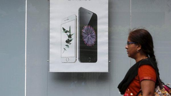 Nejchyt�eji prod�v� mobily Apple. Zvl�d� vyr�b�t st�le v�ce telefon�, a p�itom slu�n� vyd�l�v�