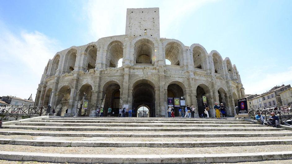 Římské Koloseum má své menší dvojče ve francouzském Arles.