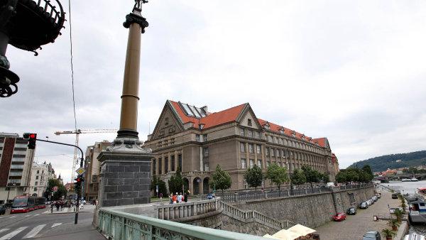 Katedra trestního práva Právnické fakulty Univerzity Karlovy v Praze pod záštitou advokátní kanceláře Kinstellar, s. r. o. pořádala konferenci na téma Zákon o trestní odpovědnosti právnických osob