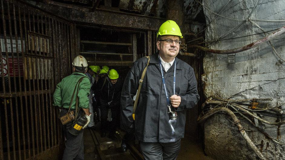 Jan Mládek; ministr průmyslu; Důl Jeremneko; fárání; vodní elelktrárna; na snímku Ministr průmyslu Jan Mládek, červenec 2015