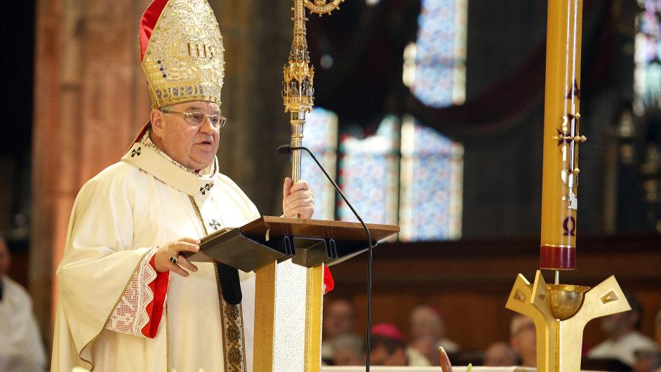 Mše k 700. výročí narození Karla IV. v katedrále sv. Víta. Na snímku arcibiskup Dominik Duka