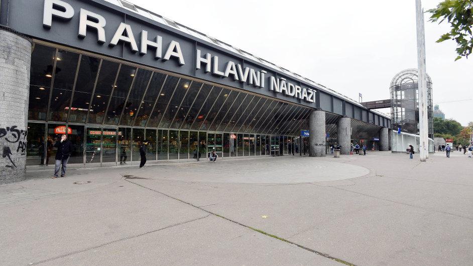 Firma Grandi Stazioni nestihla dokončit rekonstrukci na hlavním nádraží.