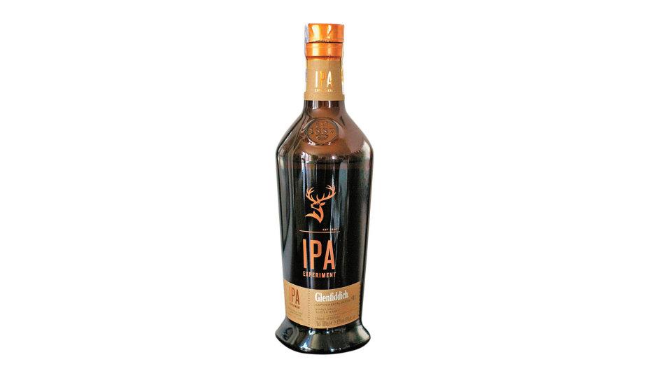 """Doladění whisky zůstalo nasudech po""""ale""""– získala tak podmanivou azároveň nevtíravou hořkost."""