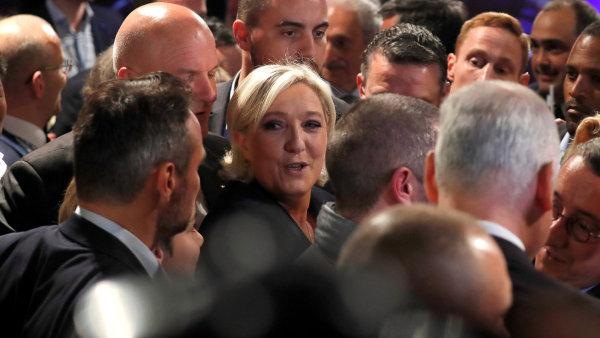 Le Penová povede opozici v parlamentních volbách plánovaných na příští měsíc.