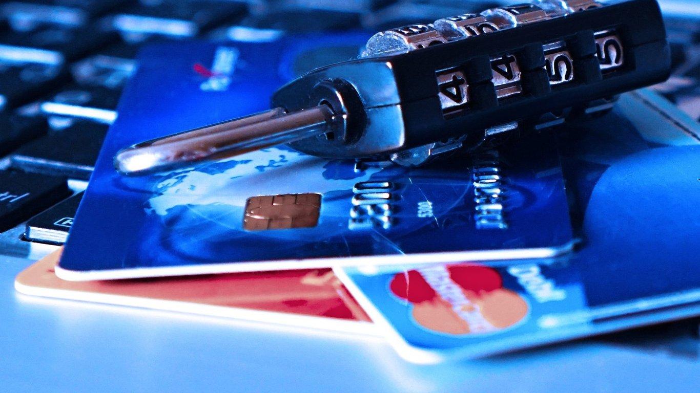 Cílem nové podvodné kampaně je získat údaje o platebních kartách uživatelů sociálních sítí, ilustrace