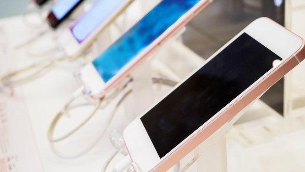 Generální finanční ředitelství vedené Martinem Janečkem pořídilo před dvěma lety mobilní telefony za 1,9 milionu korun od firmy 2P Commercial Agency, namočené do řetězového podvodu s DPH.