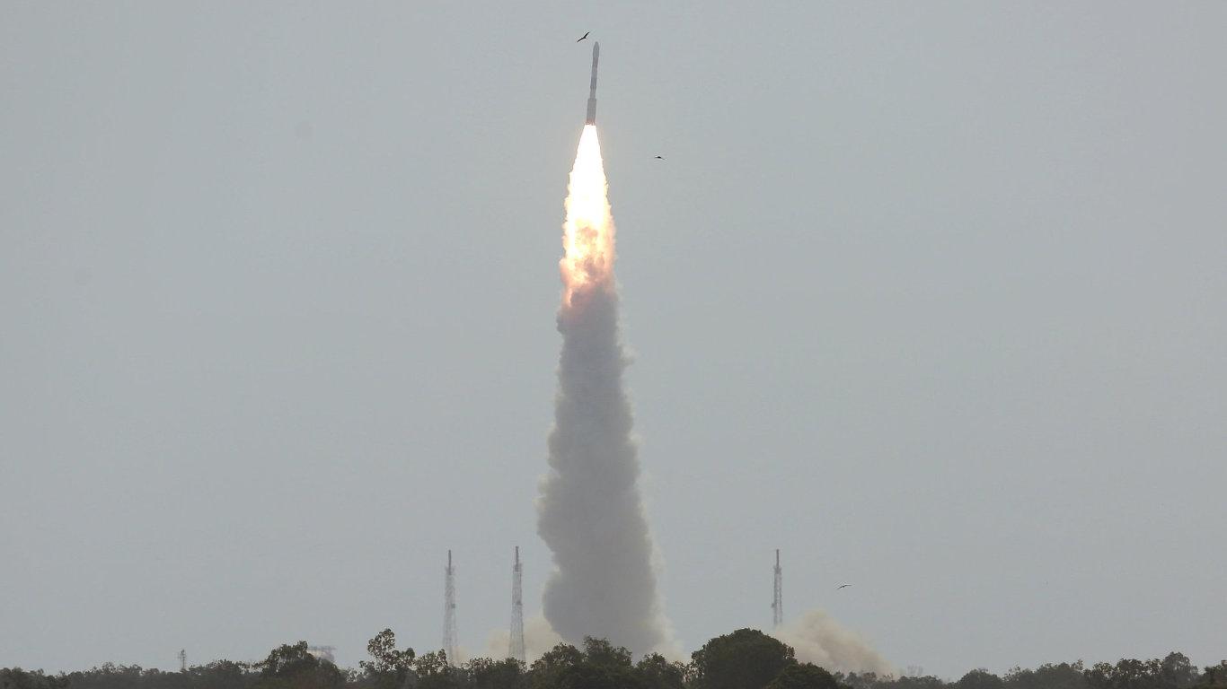 Indická raketa PSLV-C38 dnes časně ráno SELČ vynesla na oběžnou dráhu kolem Země první českou technologickou nanodružici VZLUSAT-1.