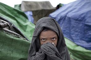 Pronásledovaní Rohingové prchají z Barmy. Do Bangladéše jich před represemi uteklo už téměř 370 tisíc
