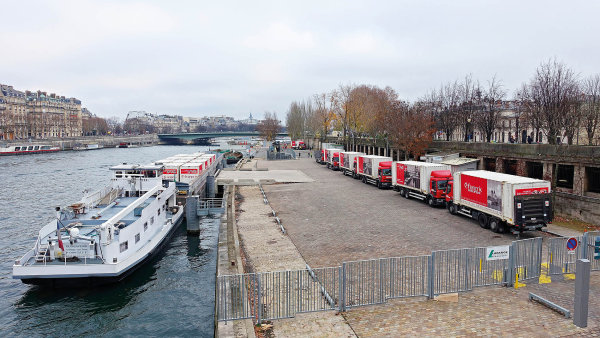 Městské překladiště Port de la Bourdonnais, skrze které řetězec Franprix zásobuje své obchody v centru Paříže.