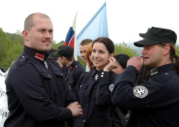Podnikatel Ján Lunter by podle nejnovějšího průzkumu porazil současného župana Banskobystrického kraje, fašistu Mariana Kotlebu (na snímku vlevo).