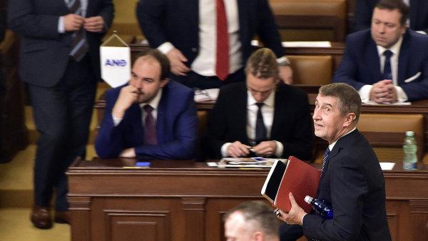 ŽIVĚ: Vondráček se stal předsedou sněmovny. Babiš je připravený na její rozpuštění, když nedá dohromady vládu