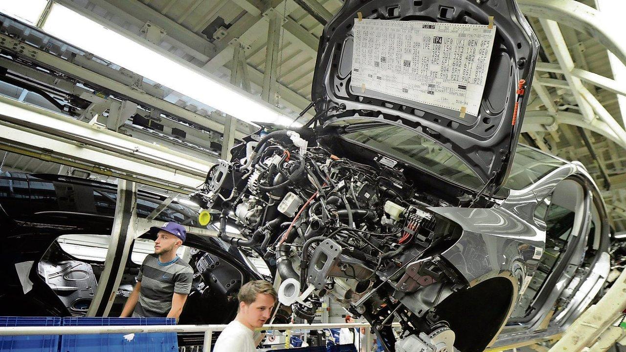 Německý trh práce je v dobré kondici: nezaměstnanost je nejnižší od sjednocení země. Problémem země ale je, že se zvětšují příjmové rozdíly mezi nejbohatšími a nejchudšími Němci. Ekonomika podle...