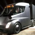 Elektronický tahač Tesla Semi dojede na jedno nabití až 800 kilometrů.