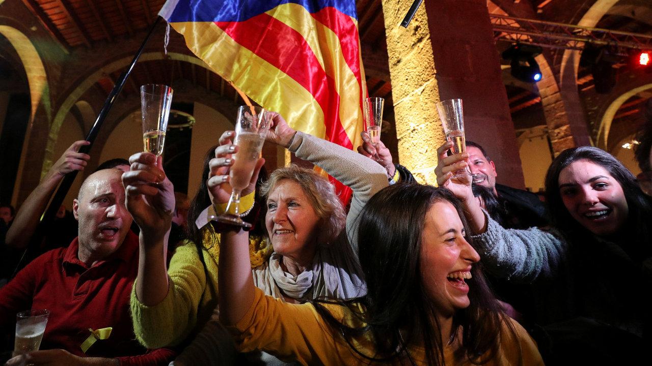 Barcelona slaví, katalánští separatisté získali ve volbách většinu hlasů.