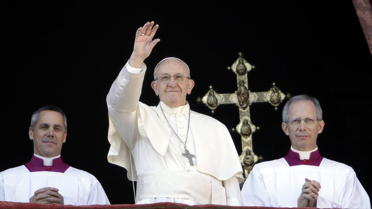 Papež František v pondělí v tradičním poselství Městu a světu (Urbi et orbi) vyzval k obnově dialogu na Blízkém východě.