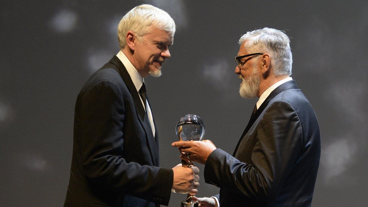Tim Robbins a Jiří Bartoška.
