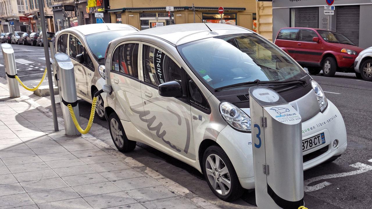 Elektromobil, samořídící auto, Francie, Nice.