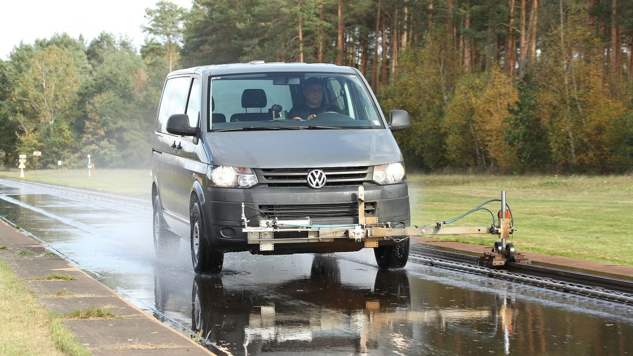 Dodávkové vozidlo v testu pneumatik, který provedl časopis dTest ve spolupráci s německým autoklubem ADAC.