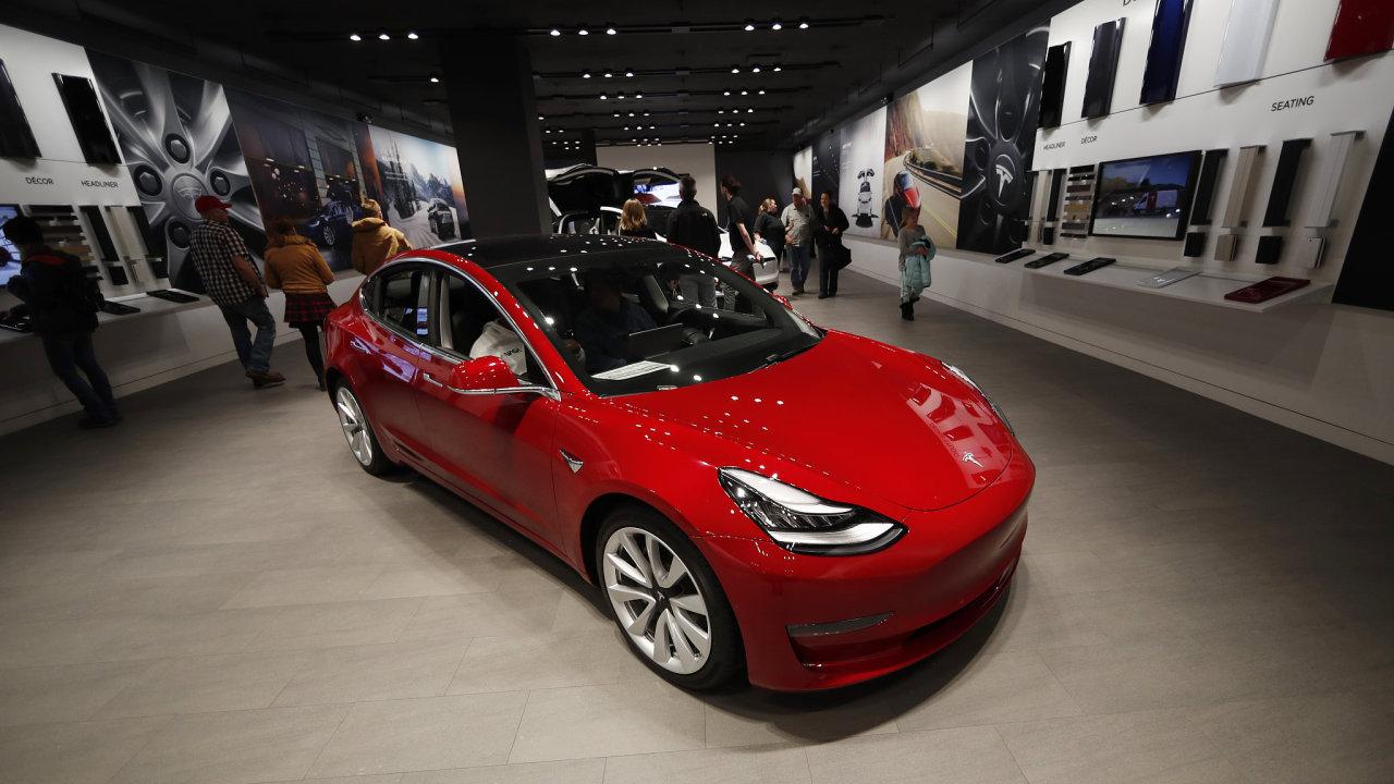 Za základní verzi sedanu Model 3 zaplatí zákazníci 35 tisíc dolarů (bezmála 800 tisíc korun).