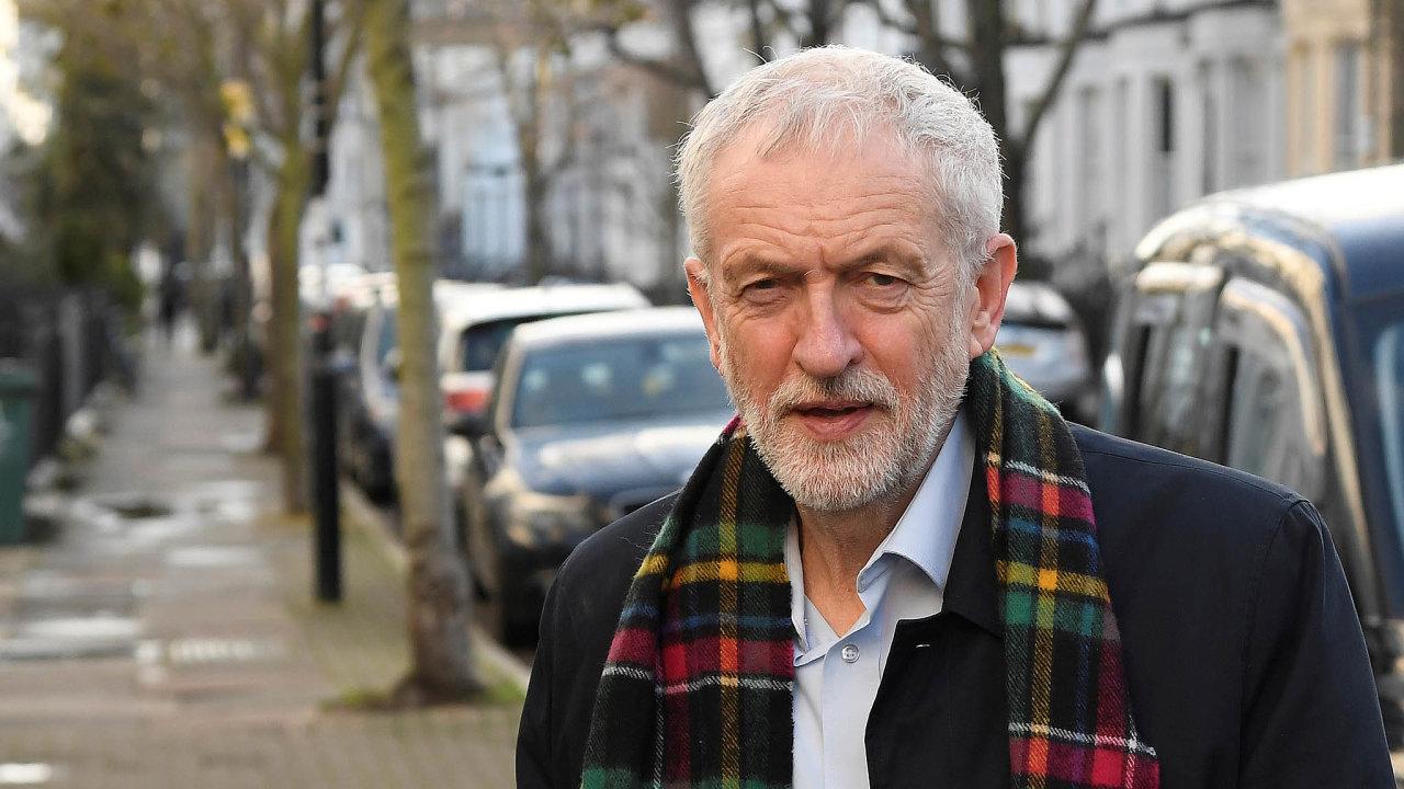 Jdeme kednu. Jeremy Corbyn je zvoleb zklamán. Vinu vidí všude jinde, jen ne usebe. Svou odpovědnost ale připouští.