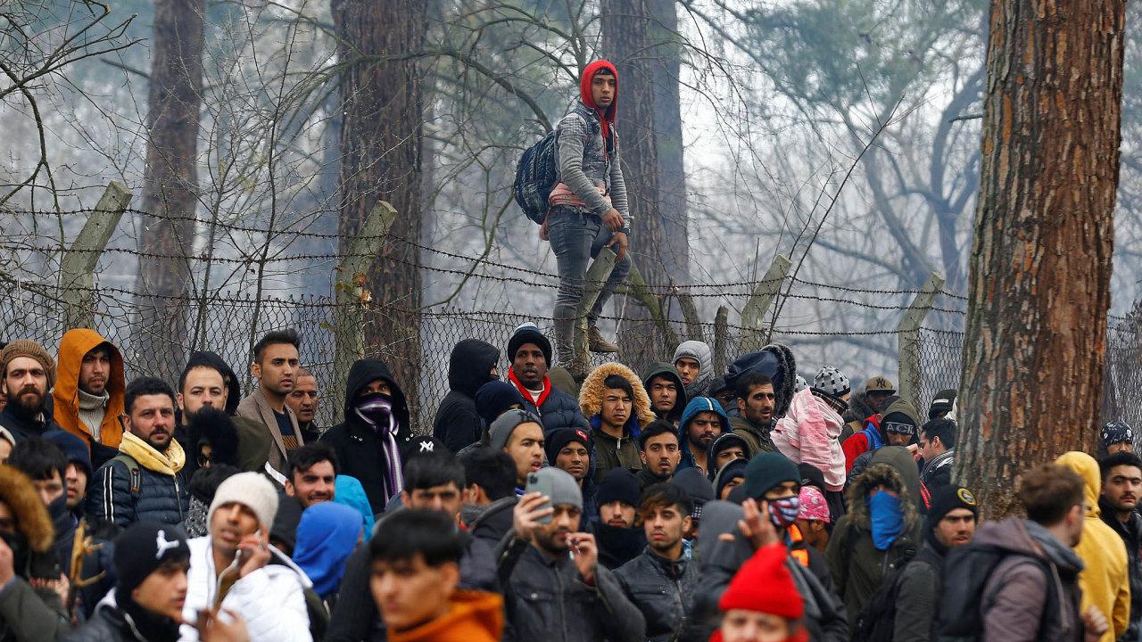 V neděli večer bylo uřecko-turecké hranice nejméně 15 tisíc běženců.