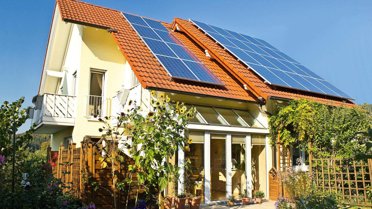 Solární panely by měly být ideálně na jižní straně střechy.