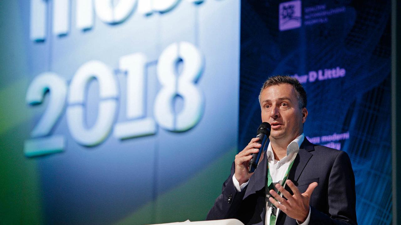 Roman Latuske, manažer zodpovědný vZDR zarozvoj byznysu, říká vrozhovoru pro HN, že situace způsobená nákazou koronavirem se hospodaření fondů dotkne jen omezeně.