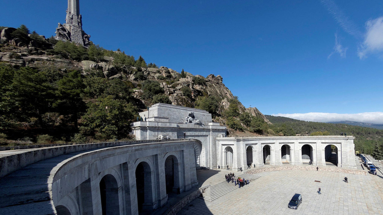 Údolí padlých si pro své mauzoleum vybral španělský diktátor Francisco Franco (1939 až 1975). Loni odsud jeho ostatky nechala španělská vláda přestěhovat. Má tu nově vzniknout místo národního smíření.