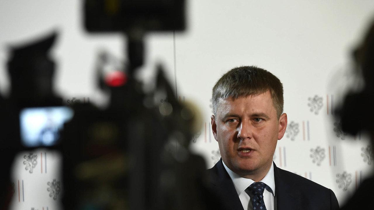 Ministr zahraničí Tomáš Petříček hodlá ČSSD vybojovat volby vPraze, jinak může strana zmizet zesněmovny. Opatrnější přístup kČíně je podle něj správný.