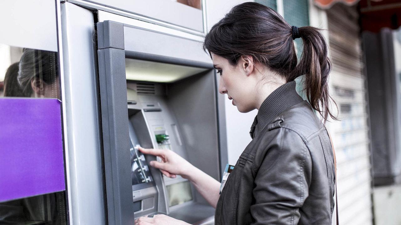 Potíže splácet: Podíl špatných úvěrů začne narůstat skoncem období, kdy klienti nemuseli půjčky splácet.